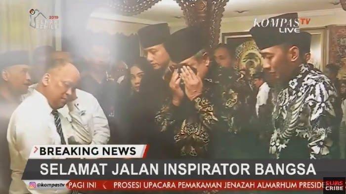 Presiden RI ke-6 Susilo Bambang Yudhoyono (SBY) menangis di rumah duka BJ Habibie, Kamis (12/9/2019). (Kompas TV)