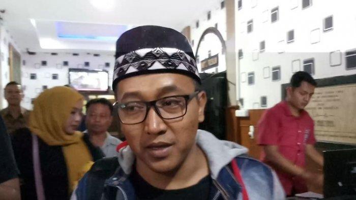 Suami dari mendiang Lina Jubaedah, Tedy Pardiyana di Polrestabes Bandung, Jawa Barat, Jumat (31/1/2020)(KOMPAS.com/BAHARUDIN AL FARISI)