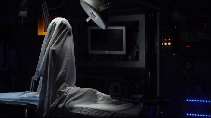 Salah satu adegan di film The Lazarus Effect di mana Zoe berhasil dibangunkan setelah kematiannya oleh Dr. Frank