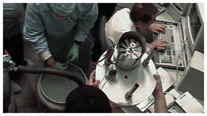 Tim cryonics sedang bekerja