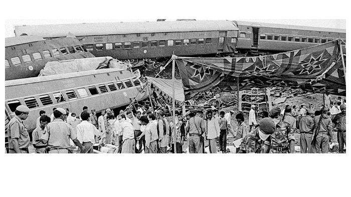 tragedi-kecelakaan-kereta-api-di-firozabad.jpg