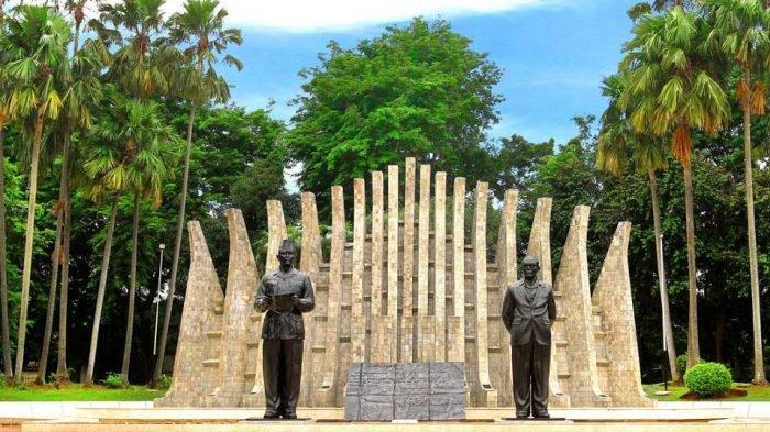 tugu proklamasi - 5 Rekomendasi Tempat Wisata di Jakarta Pusat