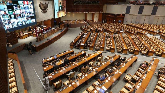 Suasana pembahasan tingkat II RUU Cipta Kerja pada Rapat Paripurna di Kompleks Parlemen, Senayan, Jakarta, Senin (5/10/2020). Dalam rapat paripurna tersebut Rancangan Undang-Undang Cipta Kerja disahkan menjadi Undang-Undang. TRIBUNNEWS/IRWAN RISMAWAN