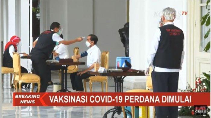 Presiden Joko Widodo diperiksa suhu tubuh dan tekanan darah sebelum disuntik vaksin Covid-19 , CoronaVac, vaksin covid-19 buatan Sinovac Biotech pada Rabu (13/1/2021).