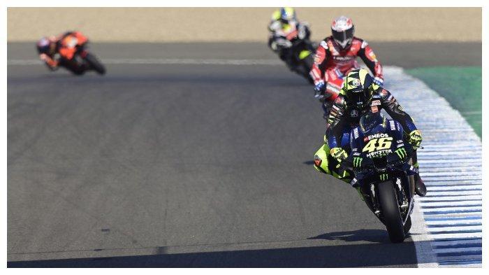 Valentino Rossi (paling depan) pada sesi latihan bebas MotoGP Andalusia, 24 Juli 2020