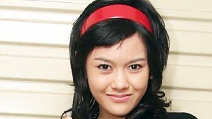 Valia Rahma meninggal di usia 27 tahun setelah sempat mengalami koma selama selama hari akibat kecelakaan sepeda motor yang melibatkannya.