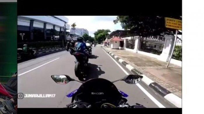 Tangkapan layar video detik-detik pengendara motor gede (moge) ditendang paspampres karena nekat lewat jalur Ring 1.