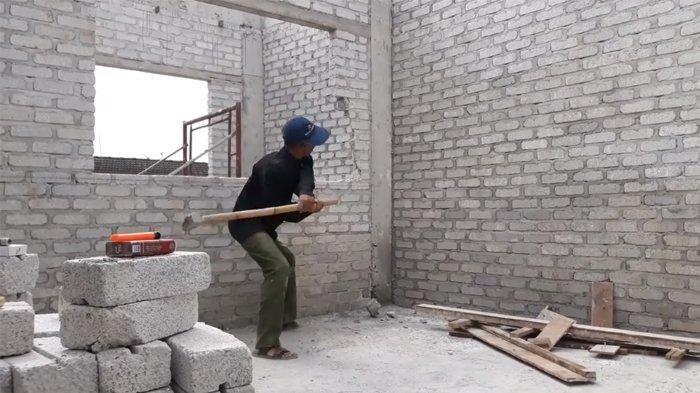 viral-tukang-bangunan-hancurkan-rumah.jpg