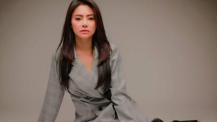 Vitalia Sesha merupakan penyanyi sekaligus model majalah dewasa asal Indonesia. Ia pertanh terjerat kasus narkoba dan kasus impor dading sapi illegal.