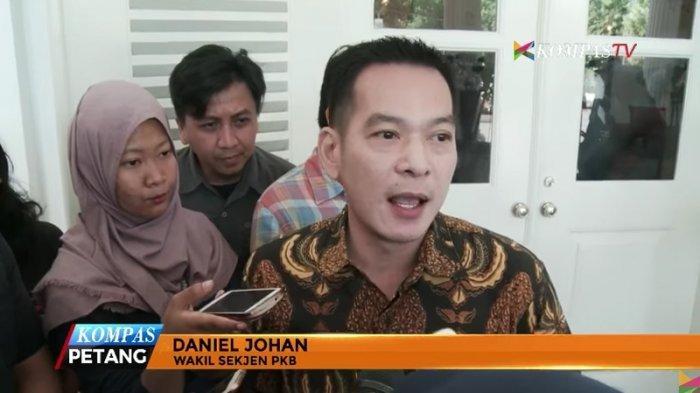 Wakil Sekjen PKB, Daniel Johan usai bertemu dengan Basuki Tjahaja Purnama atau Ahok yang juga merupakan calon petahana Gubernur DKI Jakarta di Balai Kota DKI Jakarta, Jakarta Pusat, Kamis (2/3/2017).