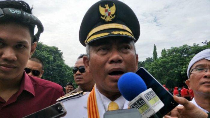 Wali Kota Bekasi Rahmat Effendi atau akrab disapa Pepen di Alun-alun Kota Bekasi, Minggu (10/3/2019)
