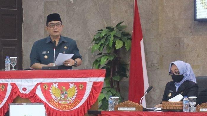 Wali Kota Cirebon, Nasrudin Azis, saat menyampaikan sambutan dalam Rapat Paripurna Pembentukan Pansus Tiga Raperda di Griya Sawala DPRD Kota Cirebon, Jalan Siliwangi, Kota Cirebon, Selasa (25/8/2020).