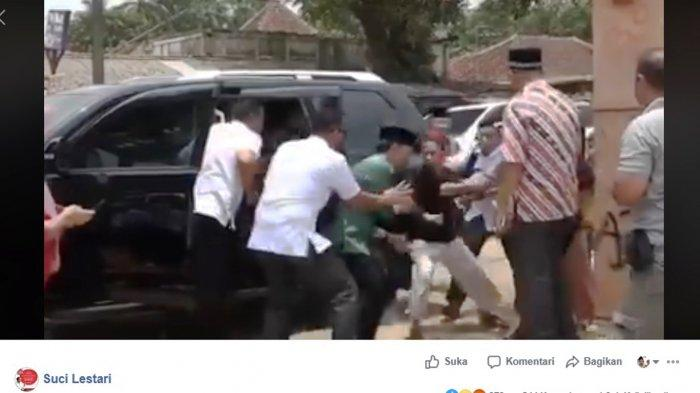 Hasil capture dari video terbaru kasus penikaman Menkopolhukam Wiranto. VIDEO VERSI TERBARU Penikaman Wiranto Beredar: Terlihat Jelas Wiranto 2 Kali Kena Tikaman Langsung.