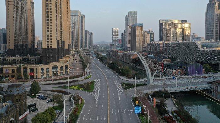 Suasana kota Wuhan, China setelah ditutup karena wabah virus Corona yang berasal dari tempat ini.