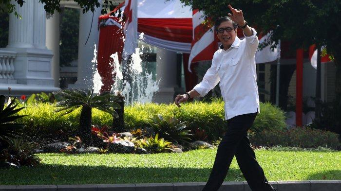 Mantan Menkumham Yasonna Laoly tiba di Kompleks Istana Kepresidenan, Jakarta, Selasa (22/10/2019). Menurut rencana, presiden Joko Widodo akan memperkenalkan jajaran kabinet barunya kepada publik hari ini usai dilantik Minggu (20/10/2019) kemarin untuk masa jabatan periode 2019-2024 bersama Wakil Presiden Ma'ruf Amin. (TRIBUNNEWS/IRWAN RISMAWAN)