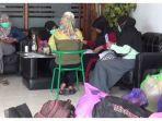 Belasan Perawat Diberhentikan Sepihak dan Gaji 3 Bulan Belum Dibayar: Kami Tak Bisa Pulang Kampung