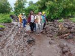Tim Evakuasi Korban Banjir Bandang NTT Terhambat Akibat Jalur Lalu Lintas Terputus