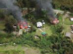 Dua-rumah-di-Distrik-Beoga-Kabupaten-Puncak-yang-tengah-terbakar.jpg