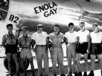 awak-darat-dan-pilot-enola-gay-yang-menjatuhkan-bom-di-hiroshima.jpg