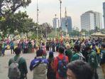 Aksi Tolak Omnibus Law, Massa dari BEM SI Tertahan Tak Dapat Dekati Istana Negara
