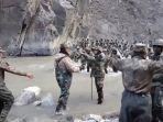 Video Dramatis Pasukan China Versus India yang Pegang Pentungan bak Perang Abad Pertengahan