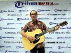 duta-besar-indonesia-untuk-selandia-baru-tantowi-yahya-memainkan-musik-country.jpg