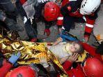 Cerita Petugas Selamatkan Gadis 3 Tahun di Reruntuhan Gempa Turki, 'Dia Tersenyum Menunggu Kami'