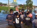 VIRAL Foto Front Persaudaraan Islam Bantu Korban Banjir di Kalimantan Selatan Meski Tanpa Atribut