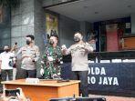 Polisi: Mobil Simpatisan HRS Nabrak dan Menembak, Munarman: Fitnah Besar, FPI Tak Pernah Pakai Senpi