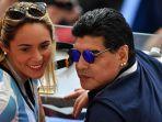 Mantan Pacar Maradona Ditolak Masuk Rumah Duka dan Disuruh Antre Bersama Fans Maradona