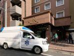 mobil-ambulans-menjemput-pasien-dengan-gejala-covid-19-di-tokyo-jepang.jpg