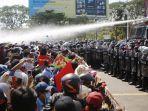 Terekam Kamera, Polisi Myanmar Ikut Barisan Pendemo Anti Kudeta Militer