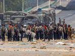 Polisi Myanmar Tembaki Demonstran 2 Orang Tewas, Massa Gelar Aksi Protes Nyalakan Lilin Malam Hari