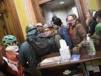 Pendemo Wanita Gasak Laptop Nancy Pelosi saat Gedung Capitol Rusuh, akan Dijual ke Mata-mata Rusia