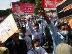 Ketika Warga Myanmar Melawan Kudeta Militer dengan Humor: 'Mantanku Buruk, tapi Militer Lebih Buruk'