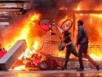 Kaleidoskop 2020: Panasnya Demo Besar-besaran Tolak Omnibus Law UU Cipta Kerja oleh Masyarakat