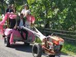 pengantin-naik-traktor-pembajak-sawah.jpg