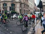 pengguna-sepeda-dan-pejalan-kaki-inggris.jpg