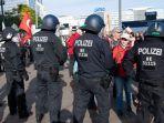 polisi-dan-demonstrasi-di-jerman-34.jpg