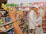 Viral Pasangan Unik, Pilih Foto Prewedding di Dalam Minimarket Menggunakan Kebaya