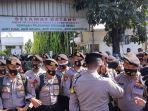 sidang-rizieq-Ratusan-polisi-berjaga-di-depan-pintu-gerbang-PN-Jakarta-timur.jpg