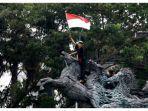 Demo Menolak UU Cipta Kerja di Jakarta: Ada Aksi Teatrikal dan Demonstran Bubar tanpa Bentrokan