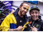 Valentino Rossi dan Juara Dunia F1 Lewis Hamilton Tukar Kendaraan Balapnya