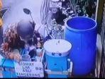 Viral Tukang Siomay Ludahi Dagangannya, Aksinya terekam CCTV Kini Minta Maaf
