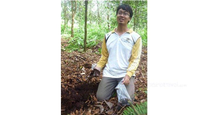 Avry Pribadi (Entomology The University of Georgia, US , Peneliti perlebahan pada Balai Litbang Teknologi Serat Tanaman Hutan, Kementerian Lingkungan Hidup dan Kehutanan)