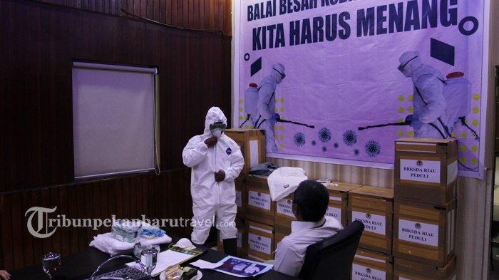 Balai Besar KSDA Riau Berikan Bantuan APD Berstandar Internasional ke RSUD Arifin Achmad