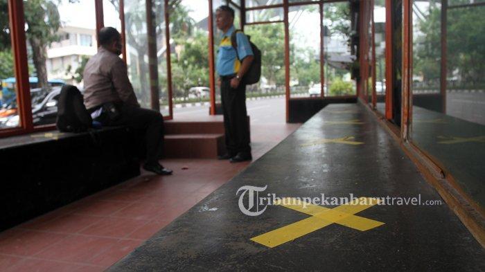 FOTO : Penerapan  Social Distancing di Halte Bus Trans Metro Pekanbaru - bus-tmp-social-distancing.jpg