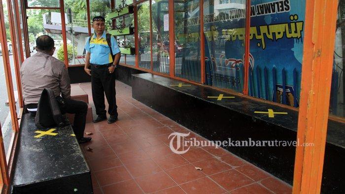 FOTO : Penerapan  Social Distancing di Halte Bus Trans Metro Pekanbaru - bus-tmp-social-distancing1.jpg