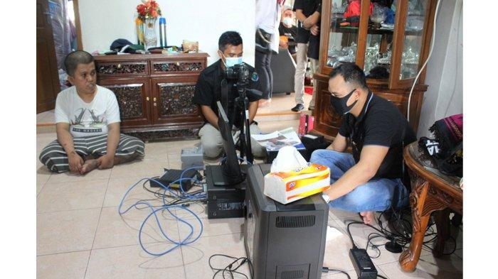 Dinas Kependudukan Dan Pencatatan Sipil Kota Pekanbaru (Disdukcapil) menggelar pelayanan jemput bola (mobile) perekaman Kartu Tanda Penduduk Elektronik bagi warga lanjut usia (Lansia) dan penyandang disabilitas di Kecamatan Rumbai, Sabtu (29/11/2020).