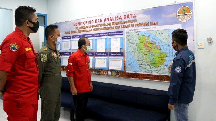 Cegah Karhutla di Riau, KLHK Lakukan Rekayasa Hujan Untuk Basahi Gambut